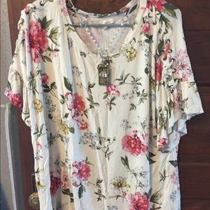 Plus Size 0 Maurice's white floral top